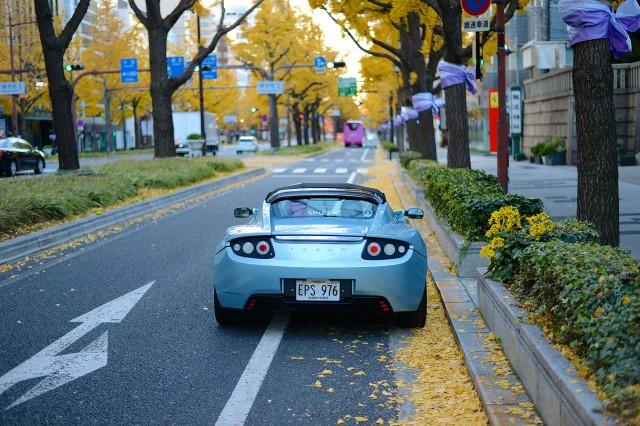 tesla-roadster-midosuji4